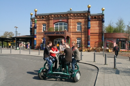 Conference Bike unterwegs am Hundertwasserbahnhof
